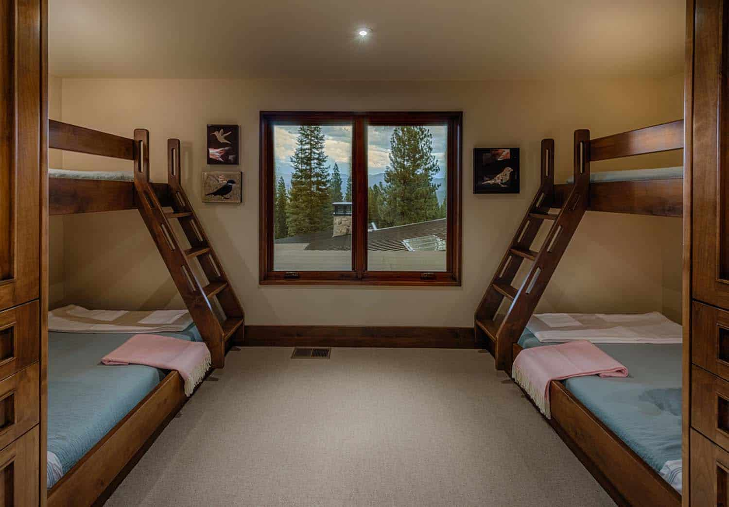 transitional-style-mountain-home-kids-bunk-bedroom