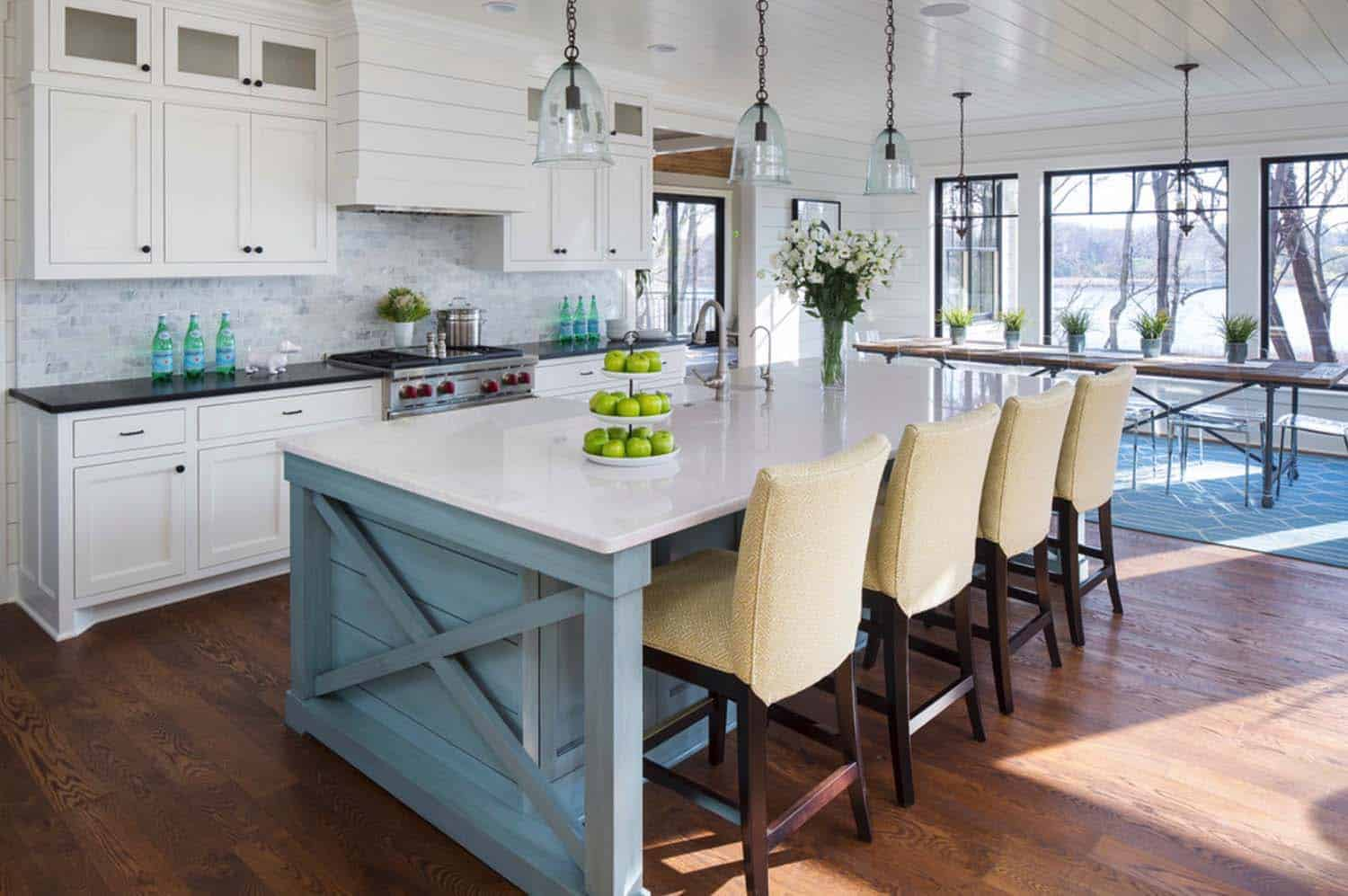 lake-house-kitchen-beach-style