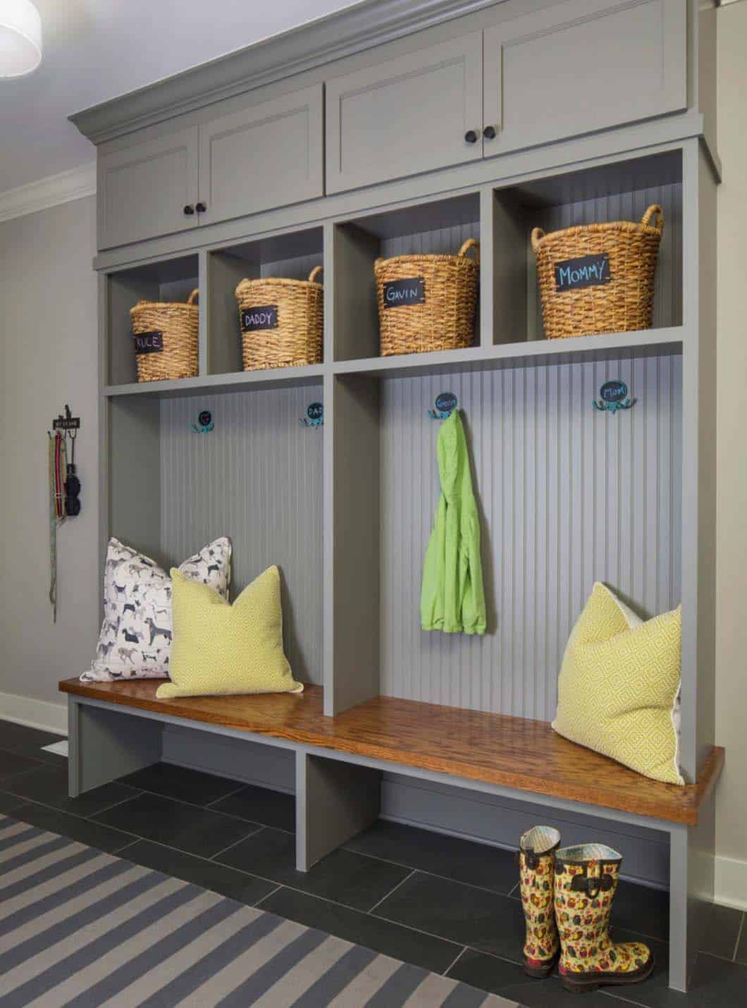 lake-house-mudroom-beach-style
