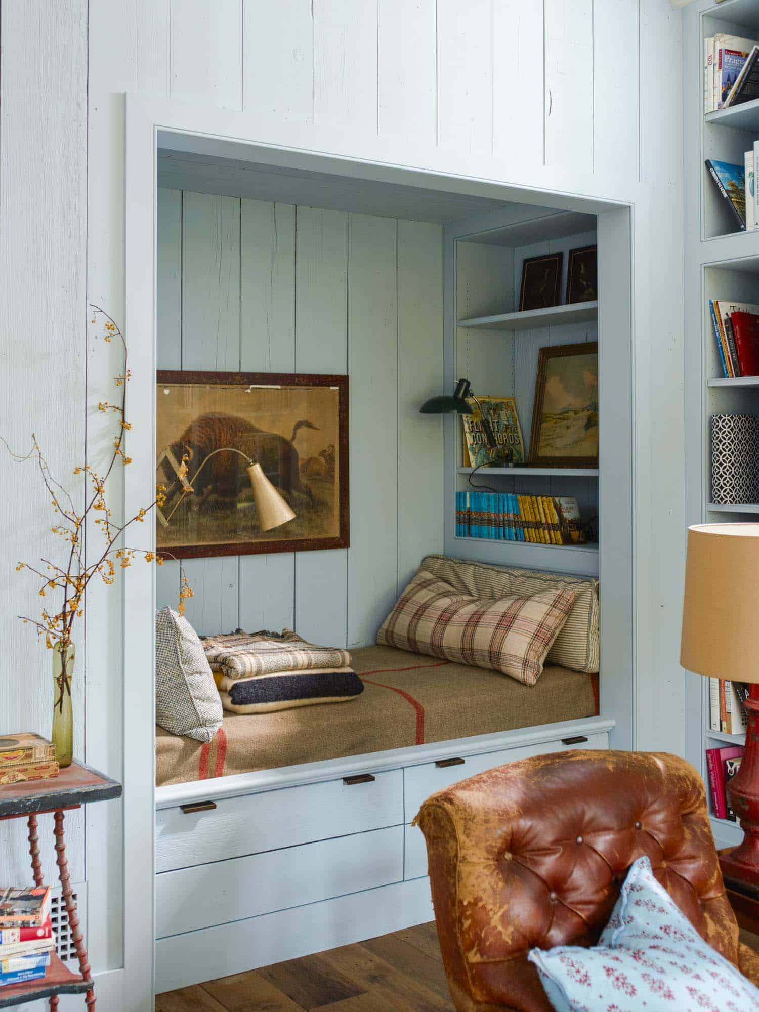 countryside-home-built-in-reading-nook
