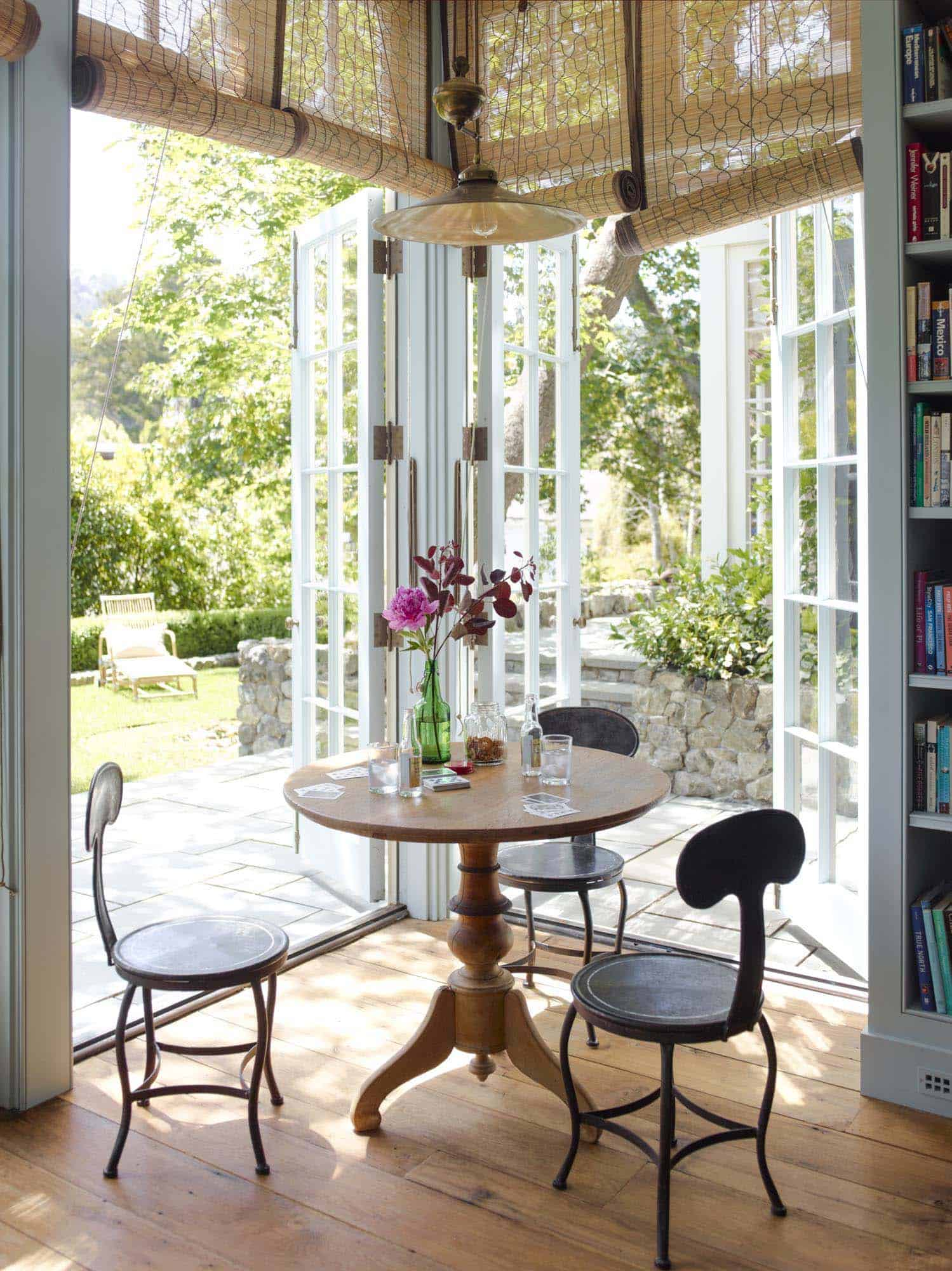 countryside-home-breakfast-nook