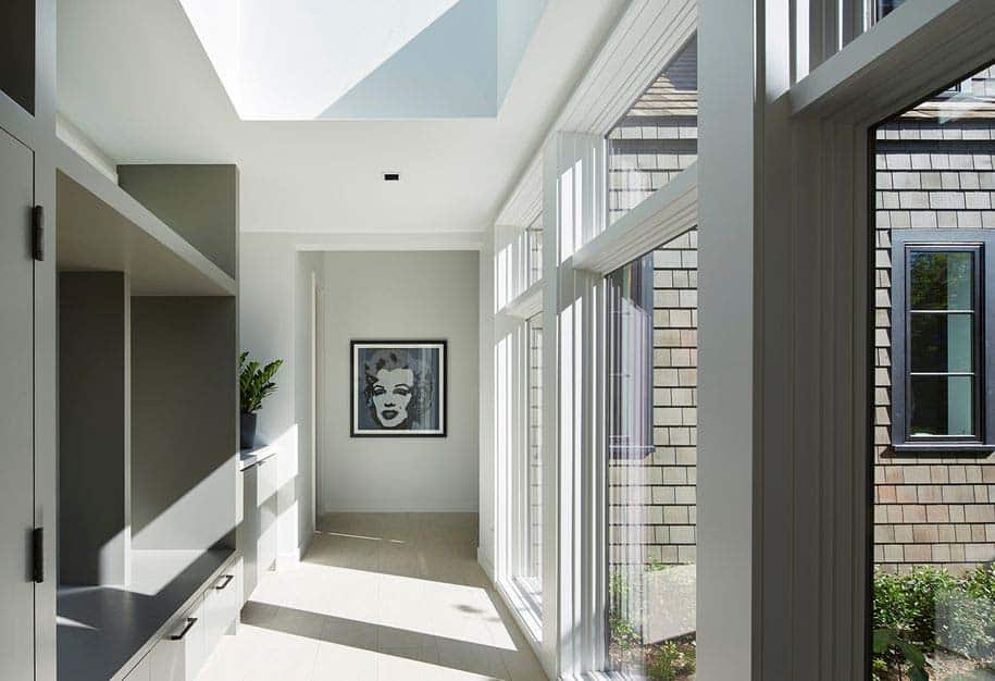 contemporary-home-hallway