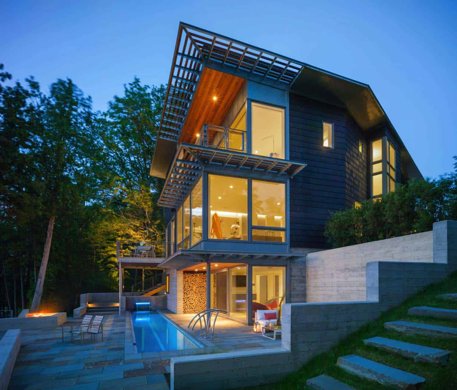Roundtree Apartments: Striking Contemporary Home Perched On A Cliff Overlooking