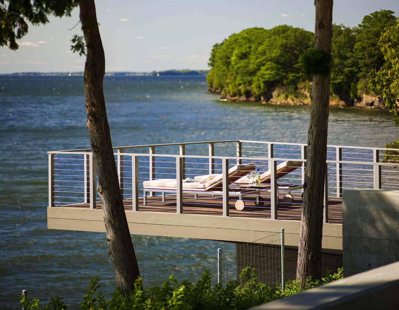 contemporary-lake-house-balcony