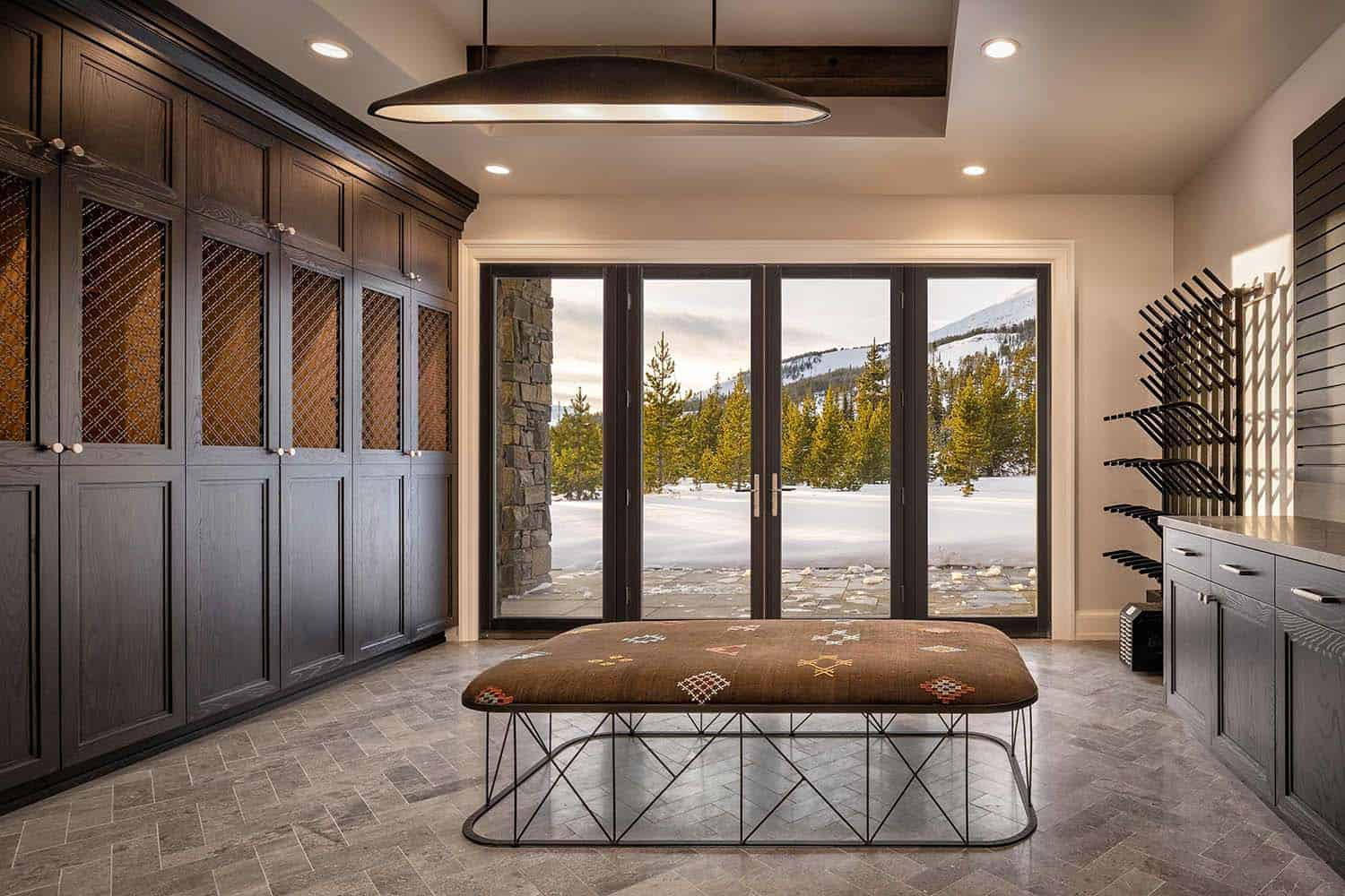 mountain-modern-home-mudroom