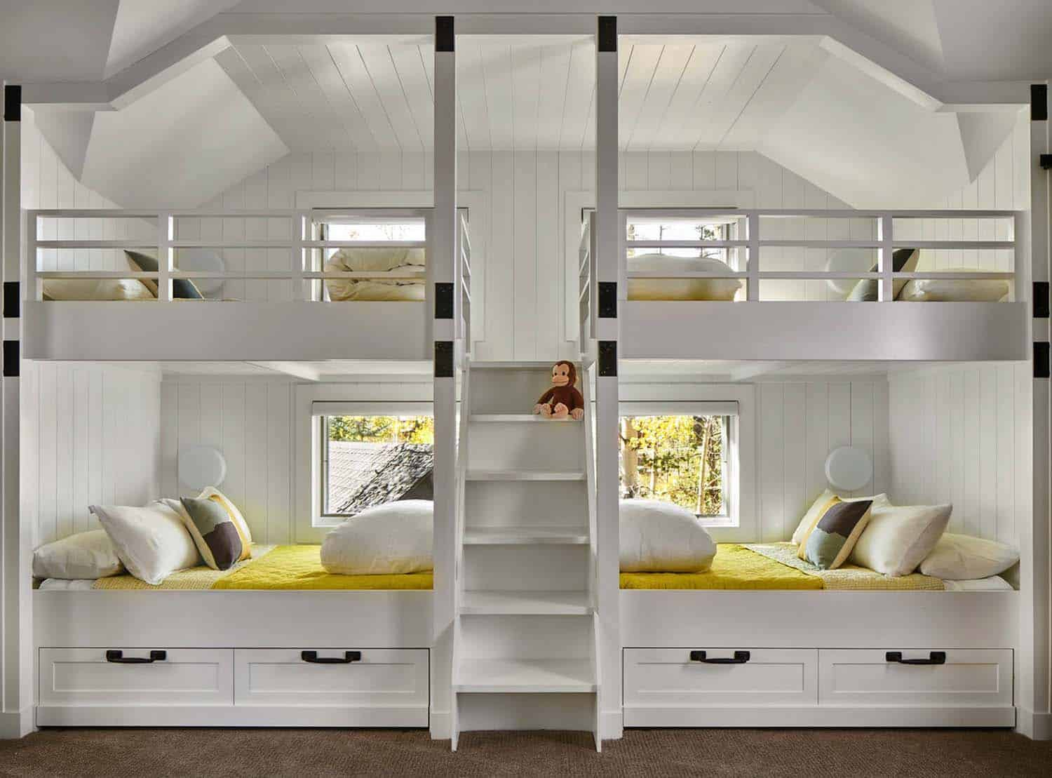 lake-home-rustic-kids-bunk-bedroom