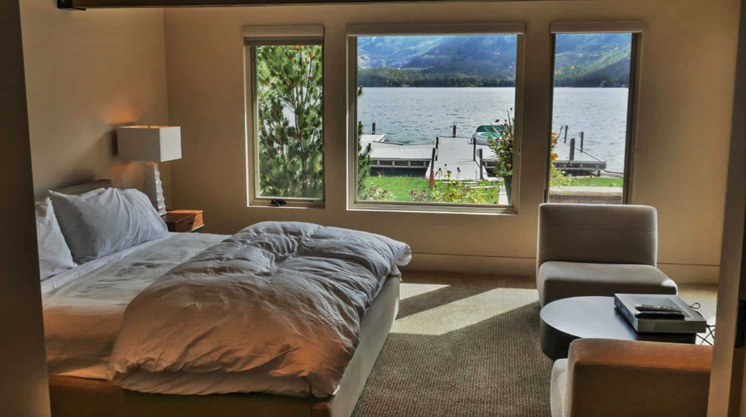 lake-home-rustic-bedroom