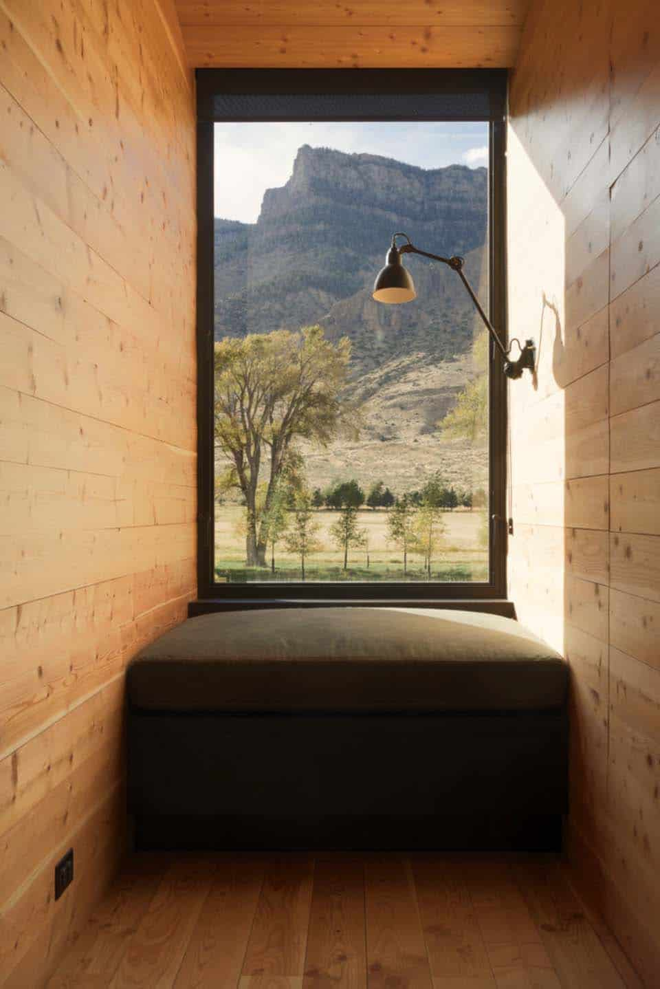 ranch-rustic-window-seat