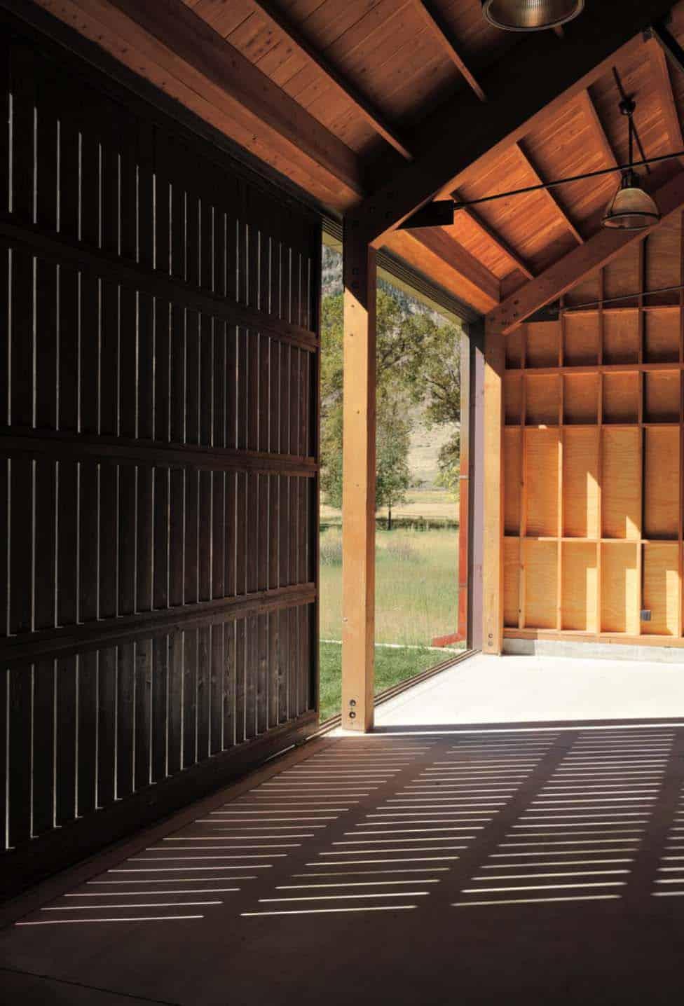 ranch-rustic-garage