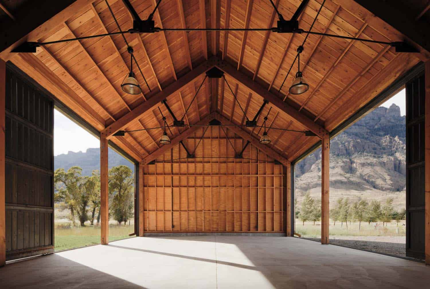 ranch-rustic-garage