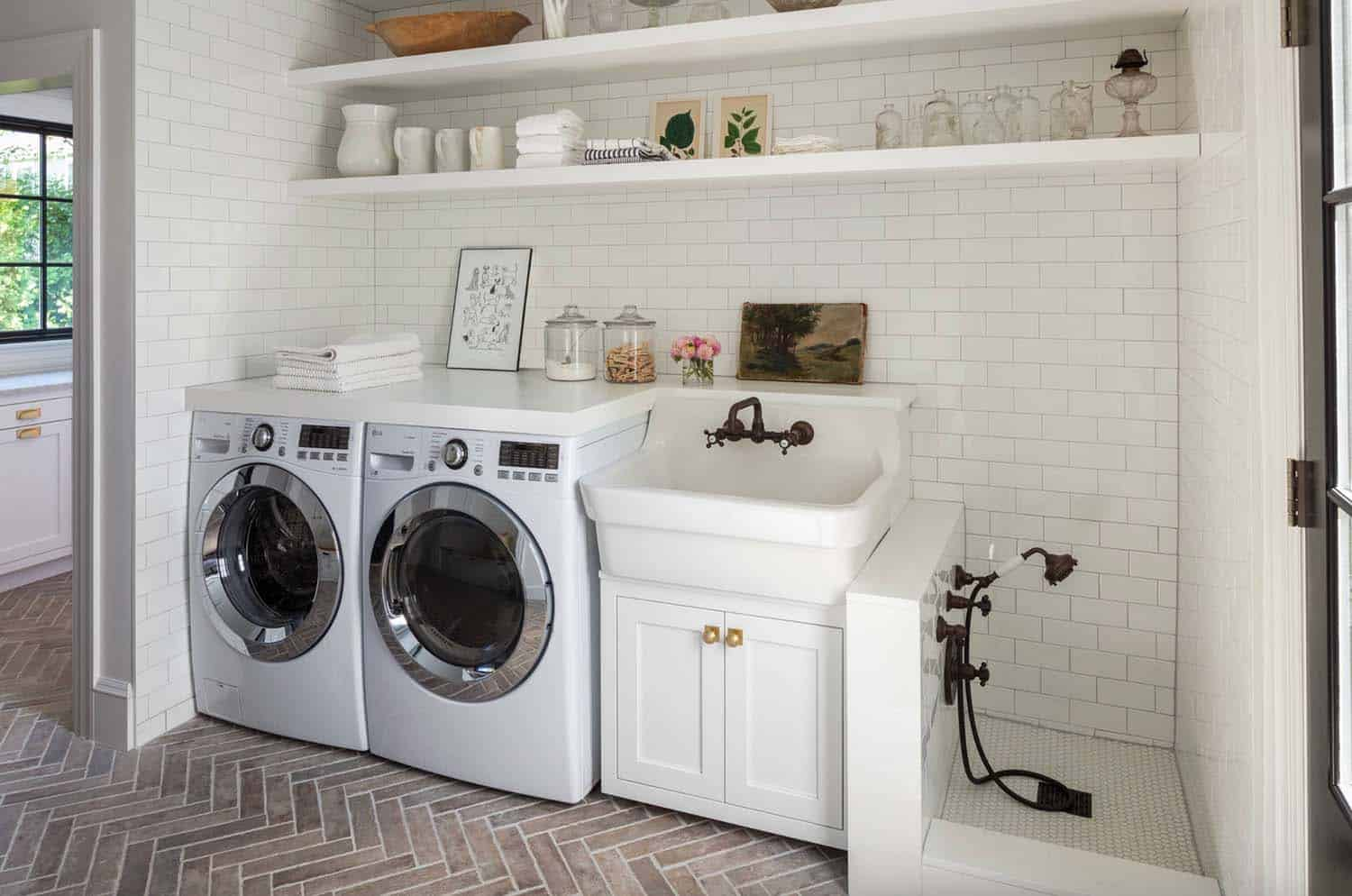 functional-laundry-room-design-ideas-dog-wash-station