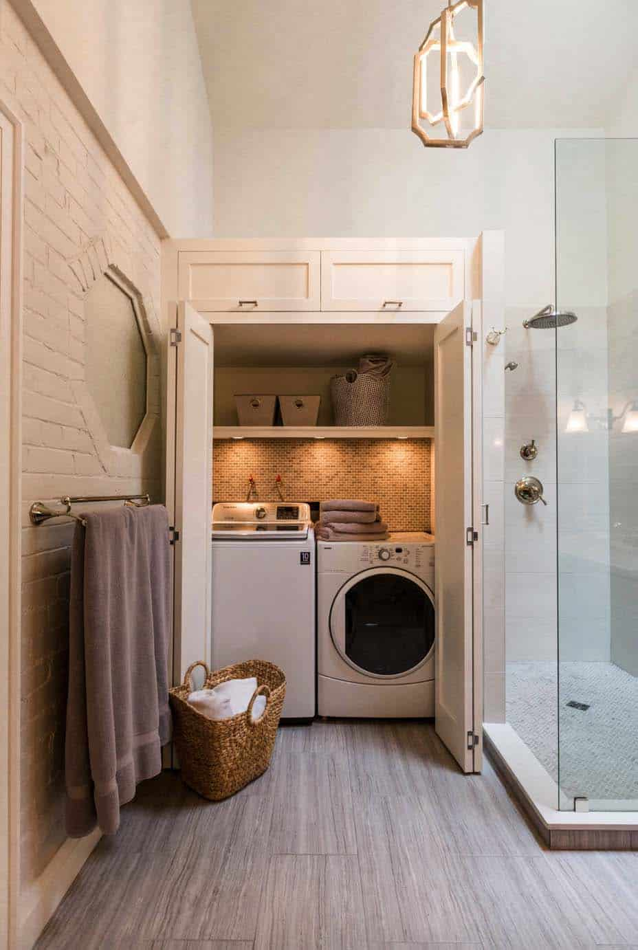 small-laundry-room-design-closet-bathroom