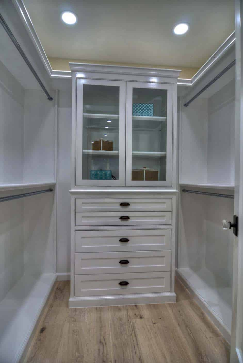 traditional-style-closet