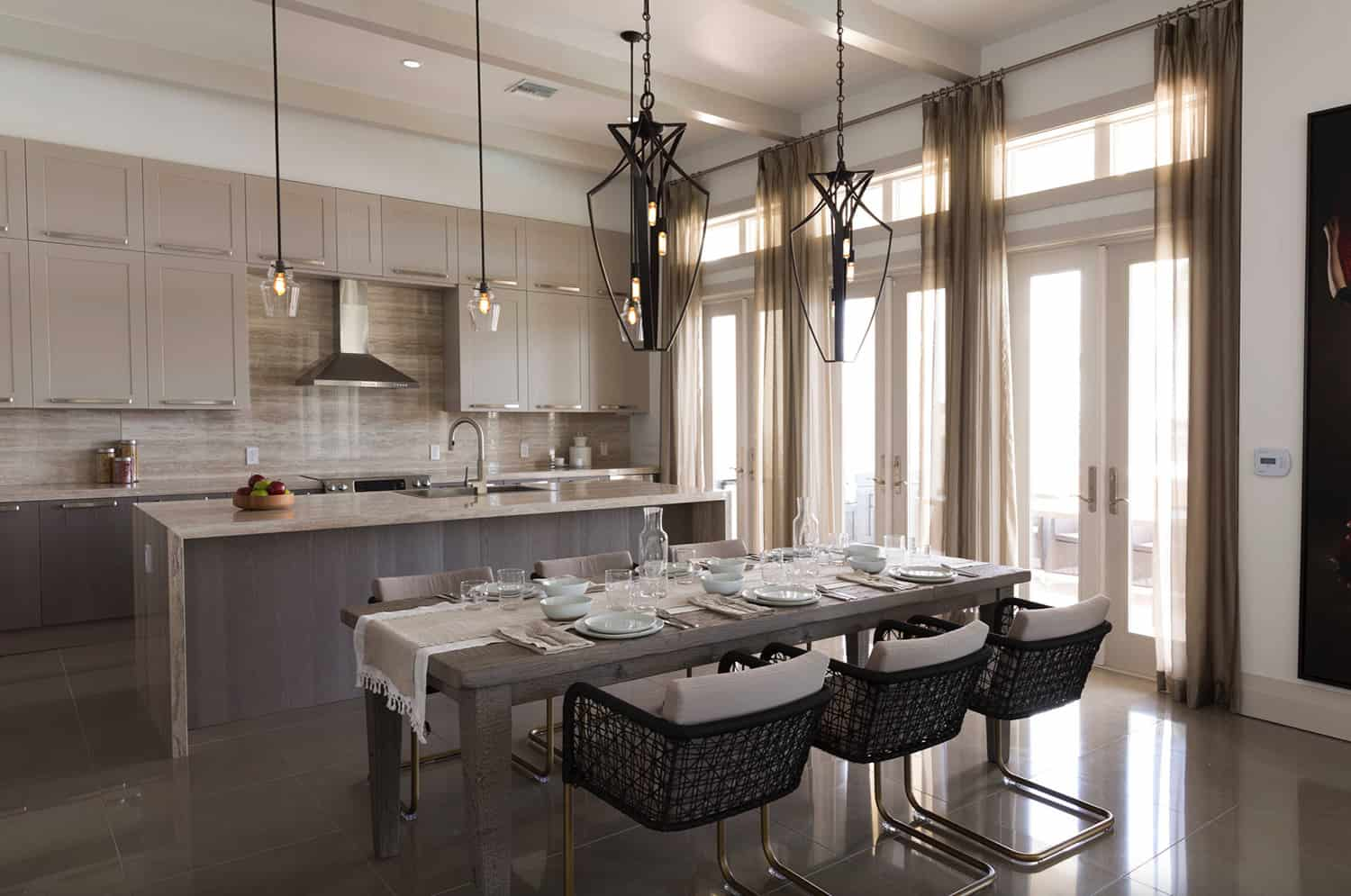 transitional-style-kitchen-with-casual-dining