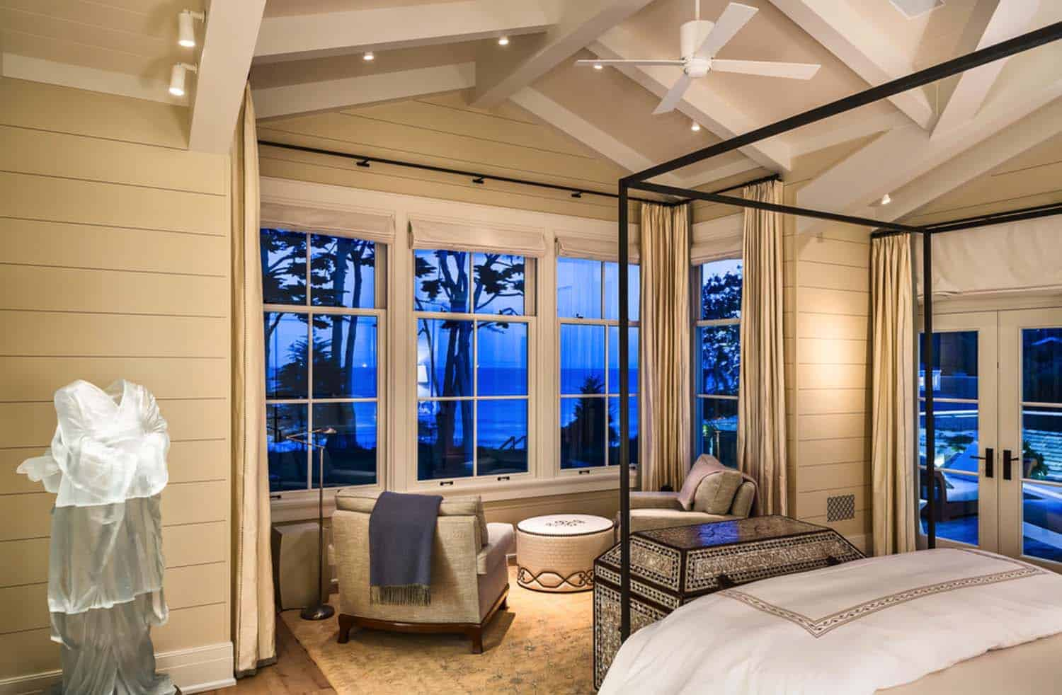 beach-style-residence-bedroom