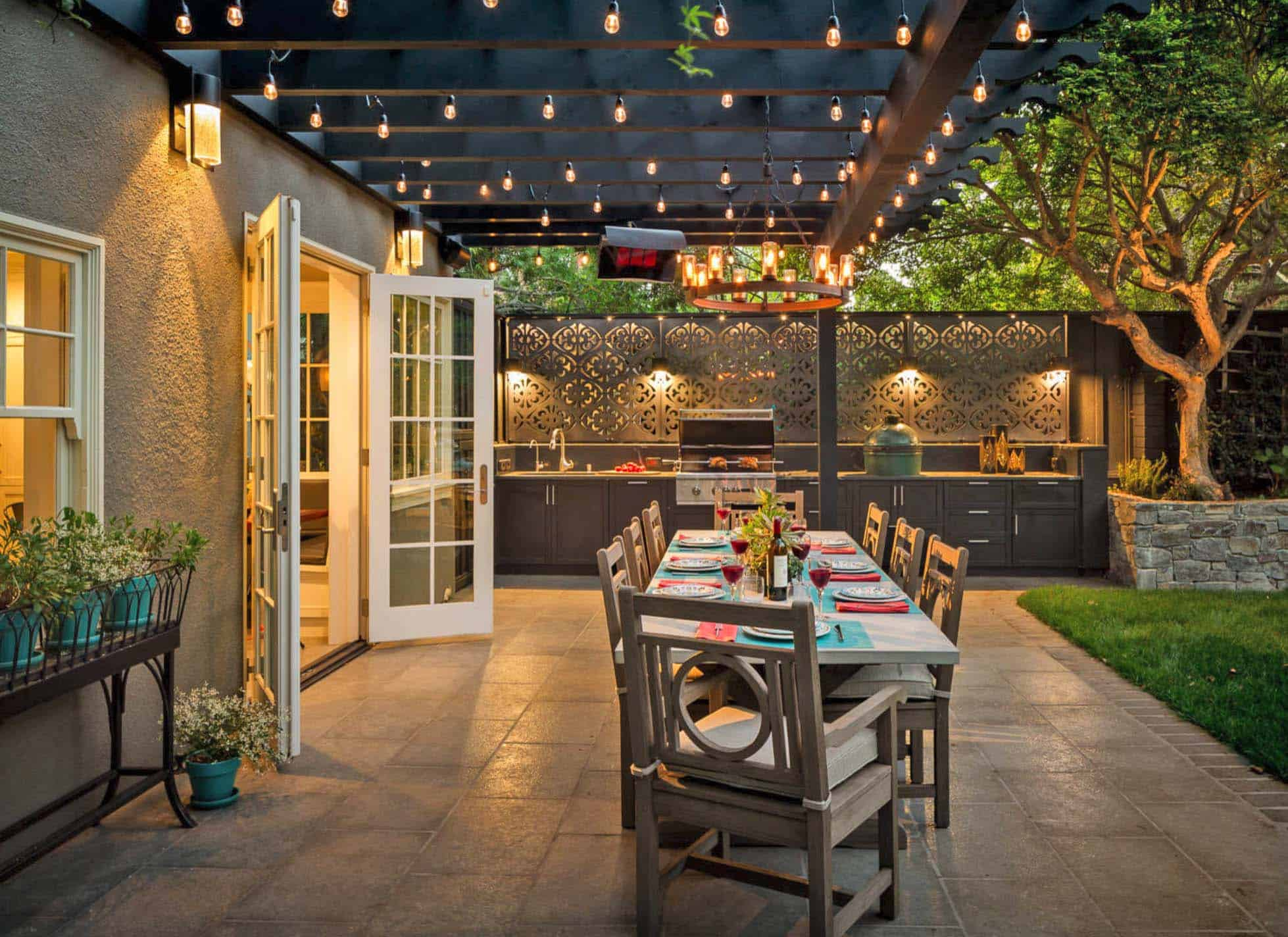 outdoor-dining-area-kitchen-pergola