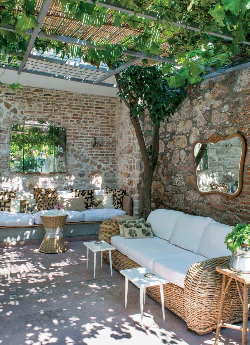33 Fabulous Ideas For Creating Beautiful Outdoor Living Spaces on Beautiful Outdoor Living Spaces id=57538