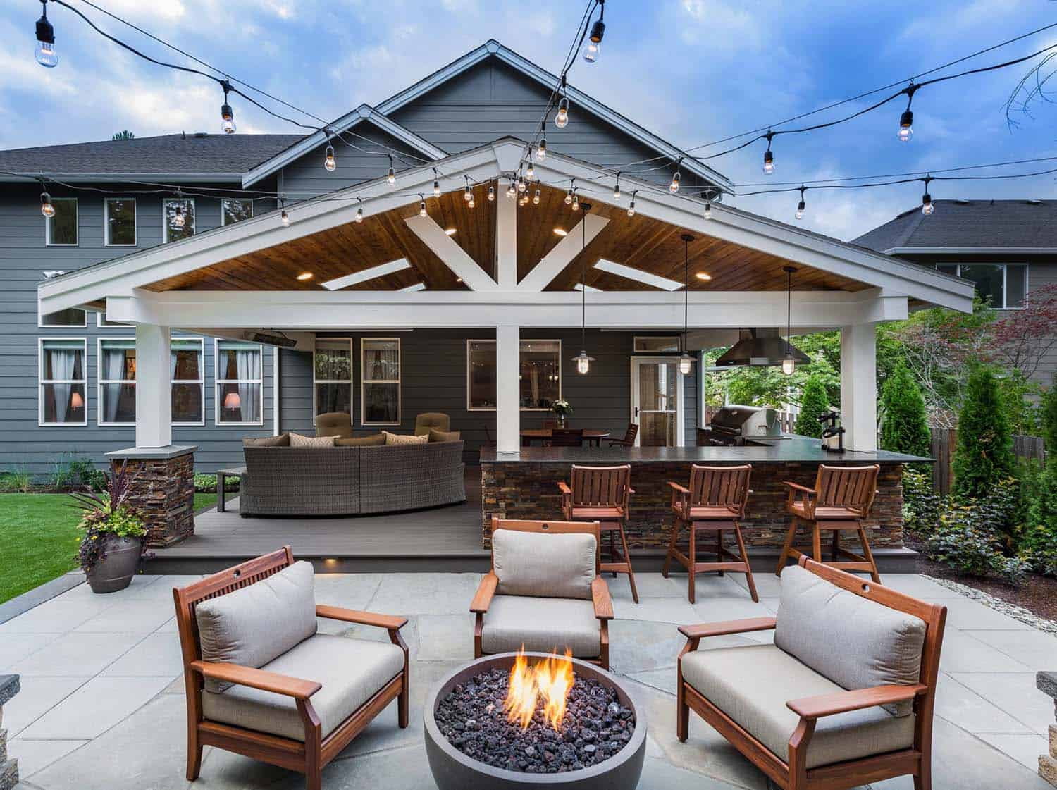 outdoor-area-bar-firepit