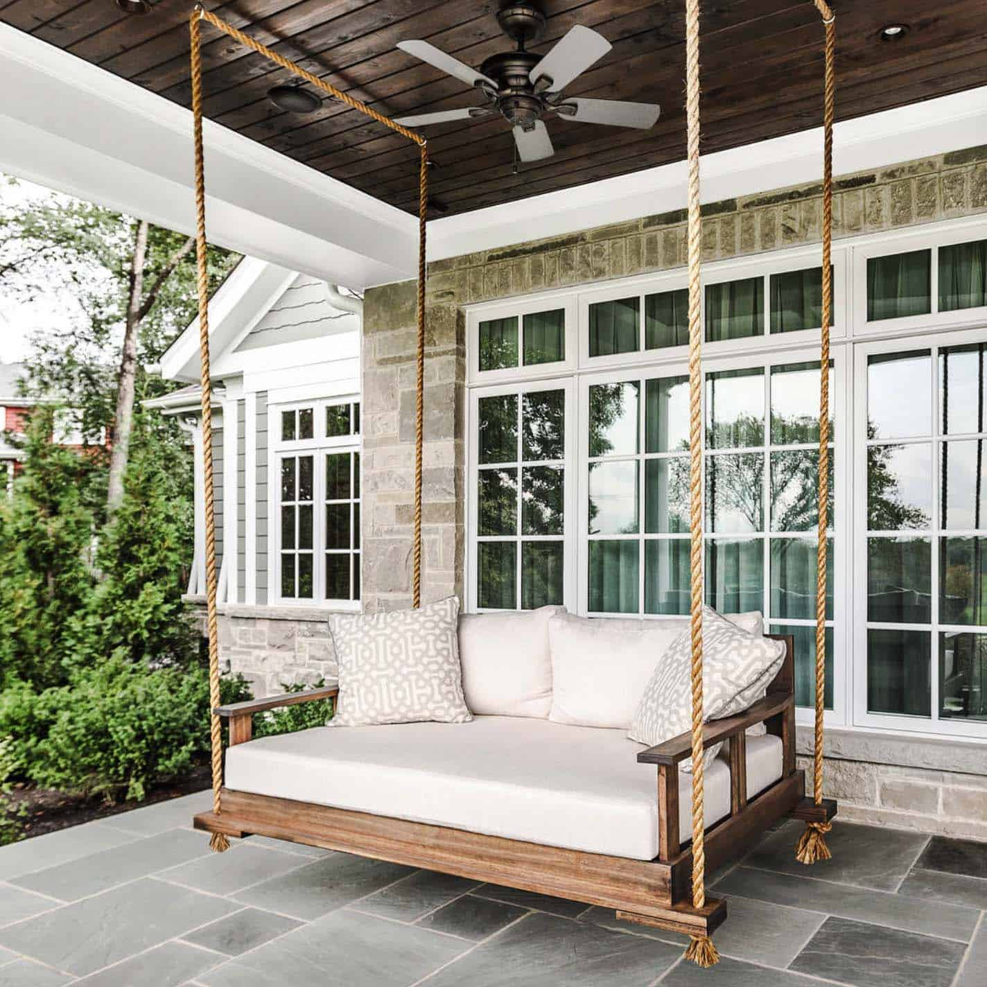 outdoor-living-space-porch-swing
