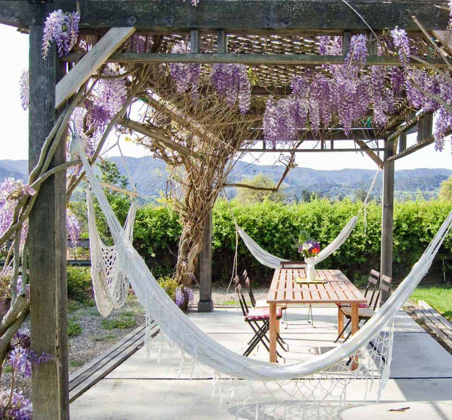 outdoor-patio-pergola-dining-hammock