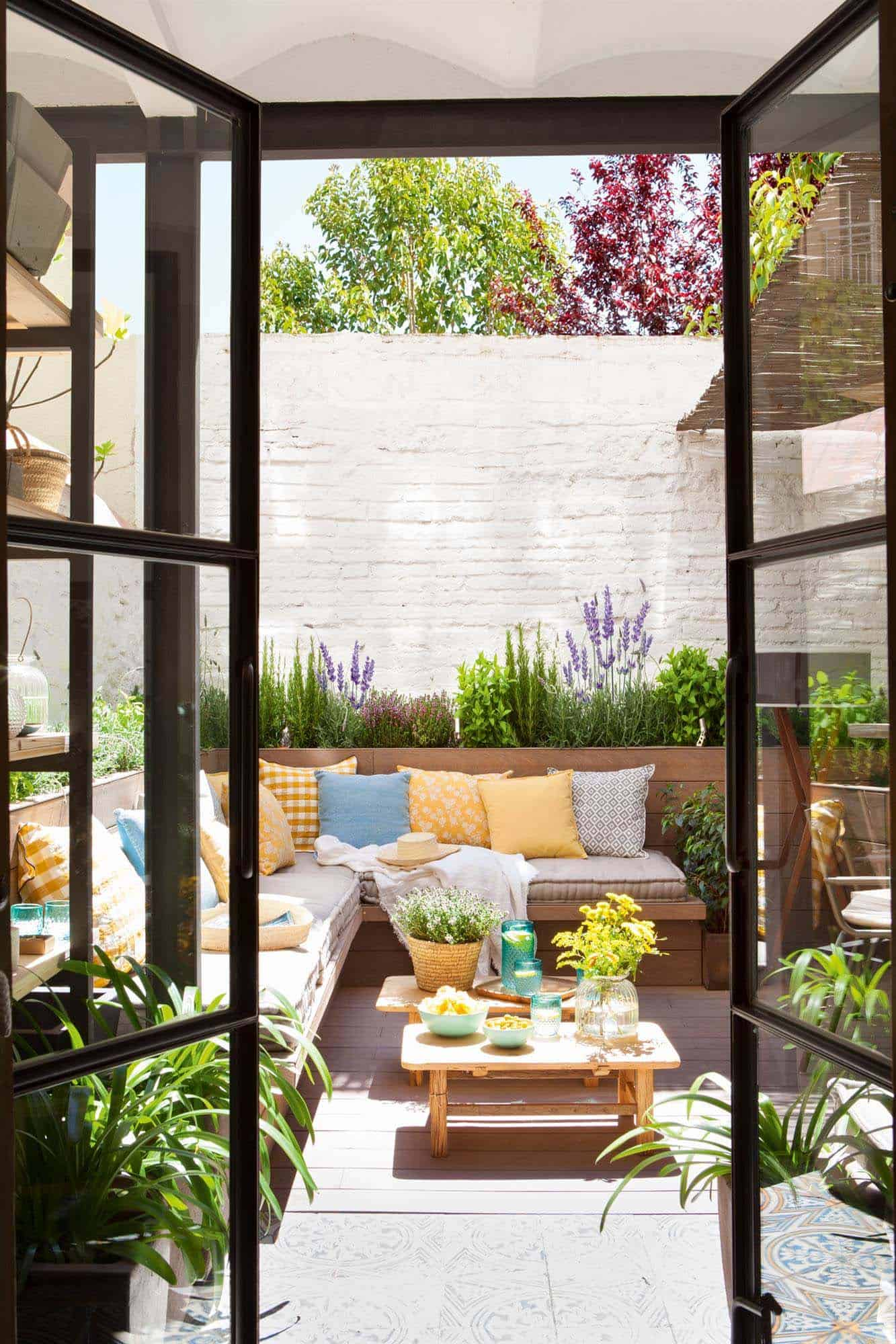 33 Fabulous Ideas For Creating Beautiful Outdoor Living Spaces on Backyard Outdoor Living Spaces id=17941