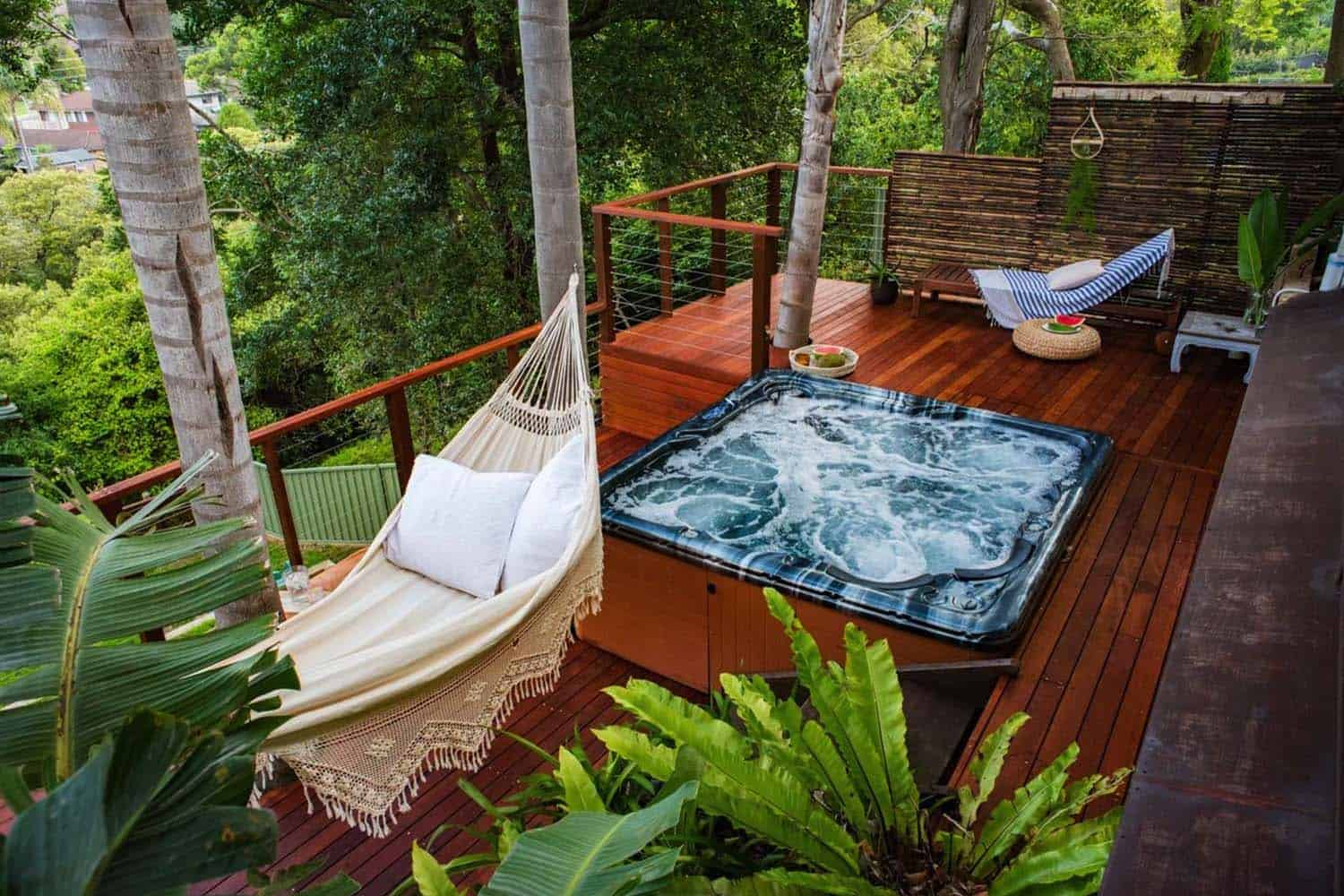 outdoor-deck-hot-tub-hammock