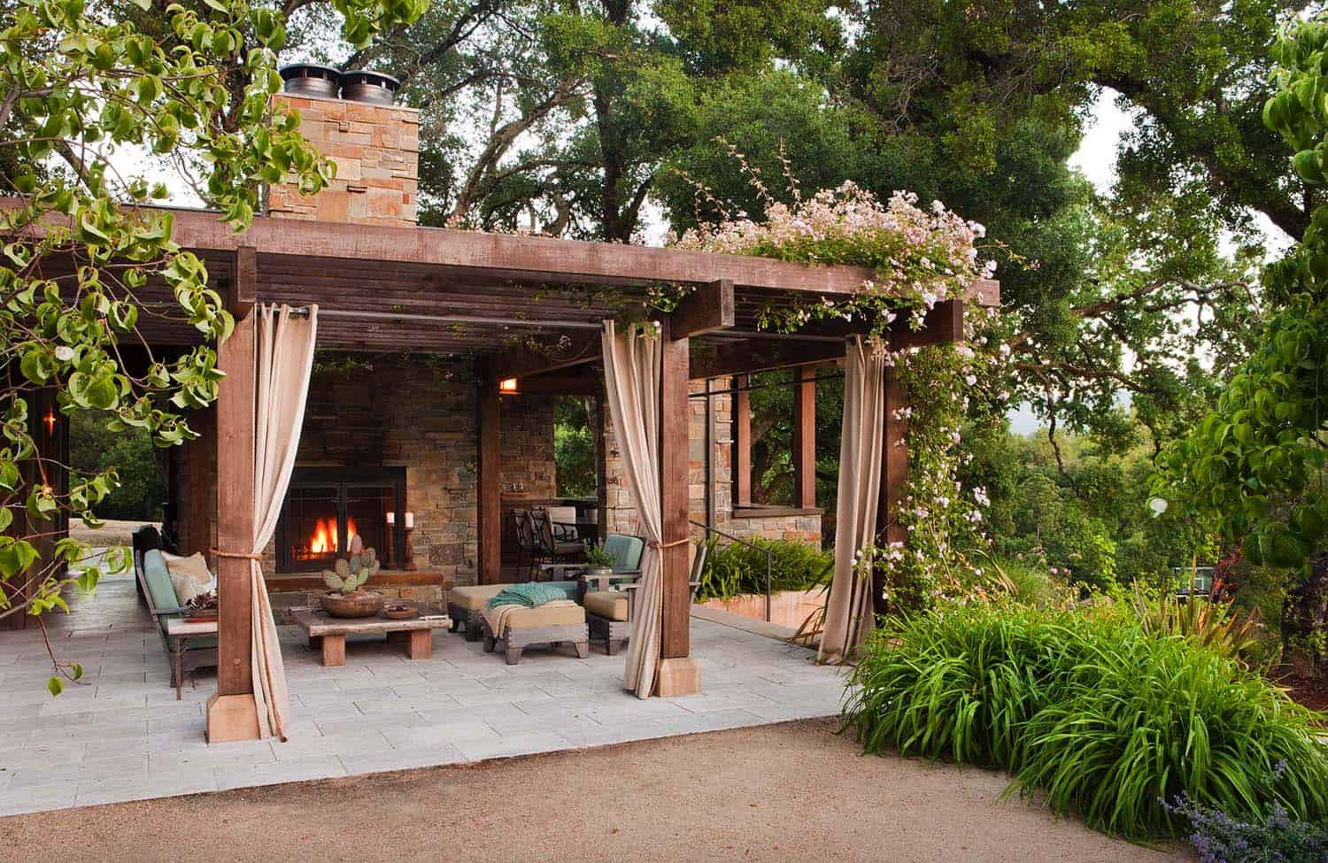 outdoor-living-space-fireplace-pergola