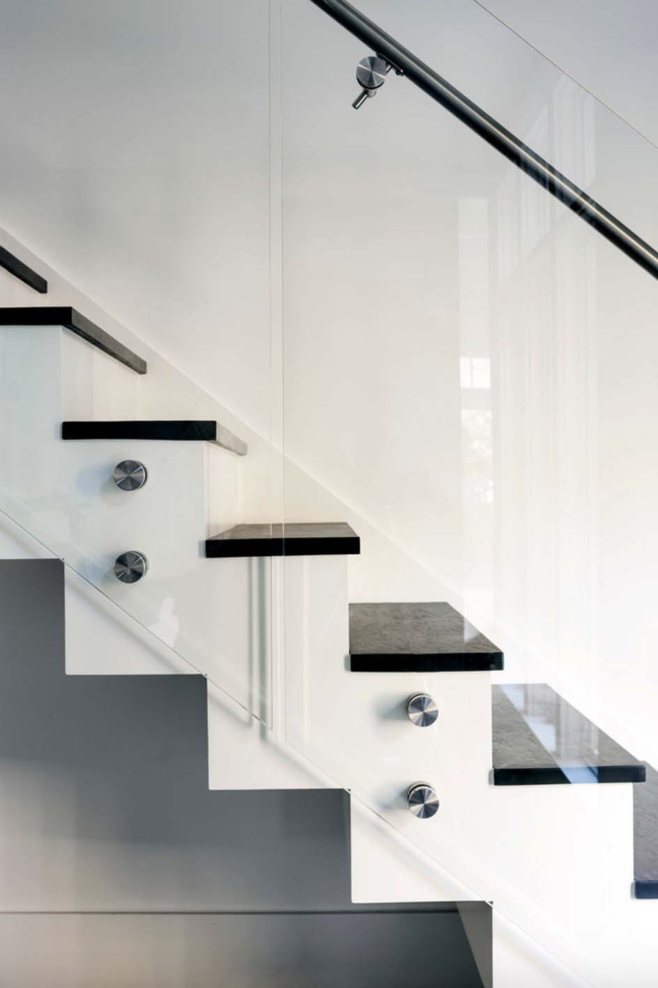 contemporary-staircase-detail