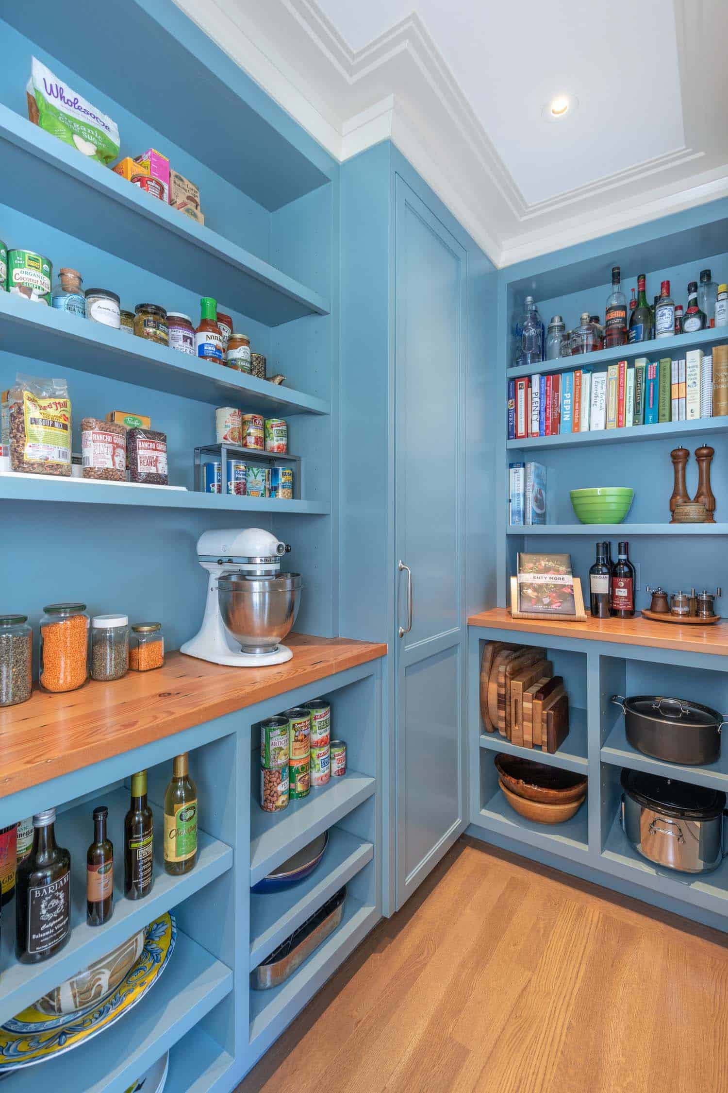 transitional-kitchen-pantry
