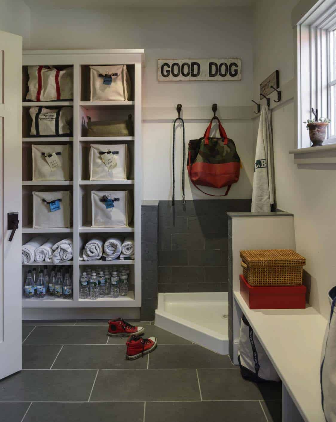 traditional-entry-mudroom
