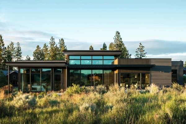featured posts image for Exquisite nature-inspired modern retreat in Oregon's high desert