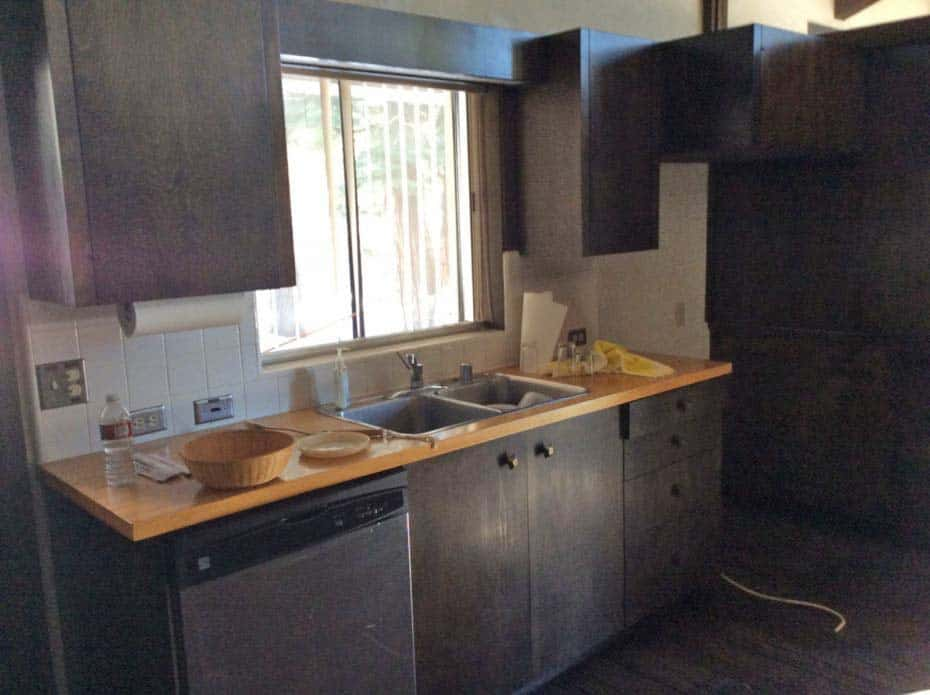midcentury-modern-kitchen-before-remodel