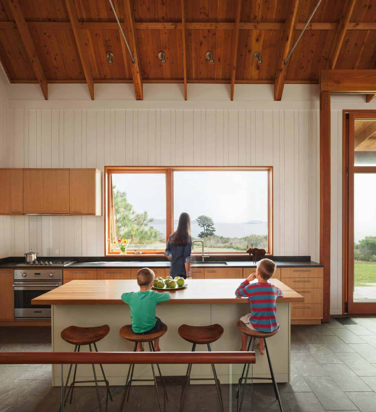 modernized-farmhouse-coastal-retreat-kitchen