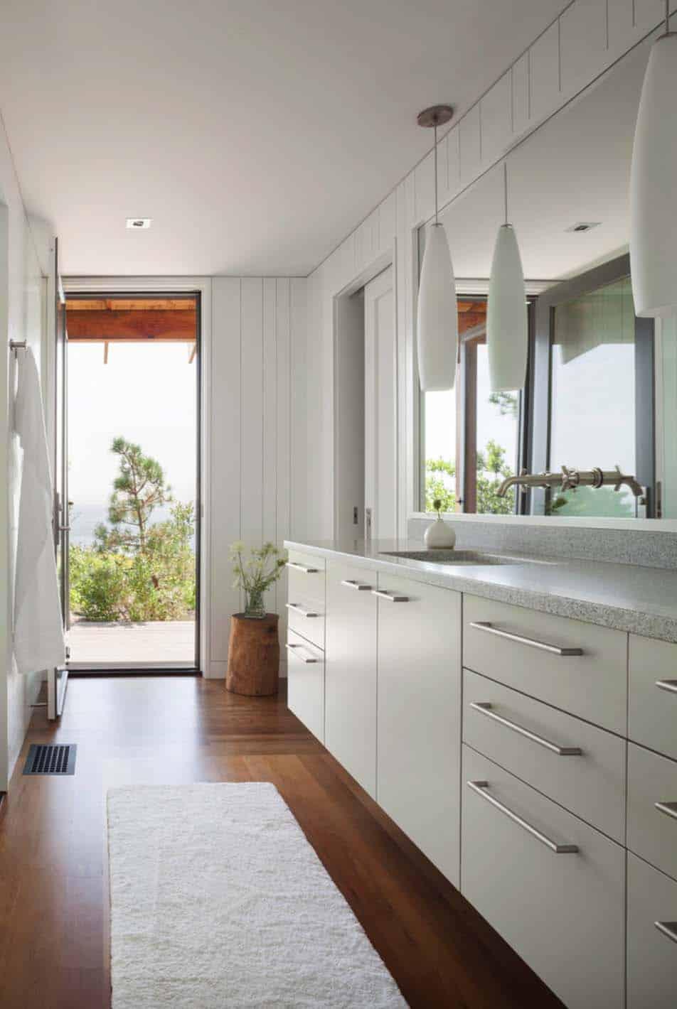 modernized-farmhouse-coastal-retreat-bathroom