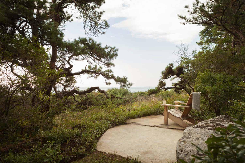 modernized-farmhouse-coastal-retreat-landscape