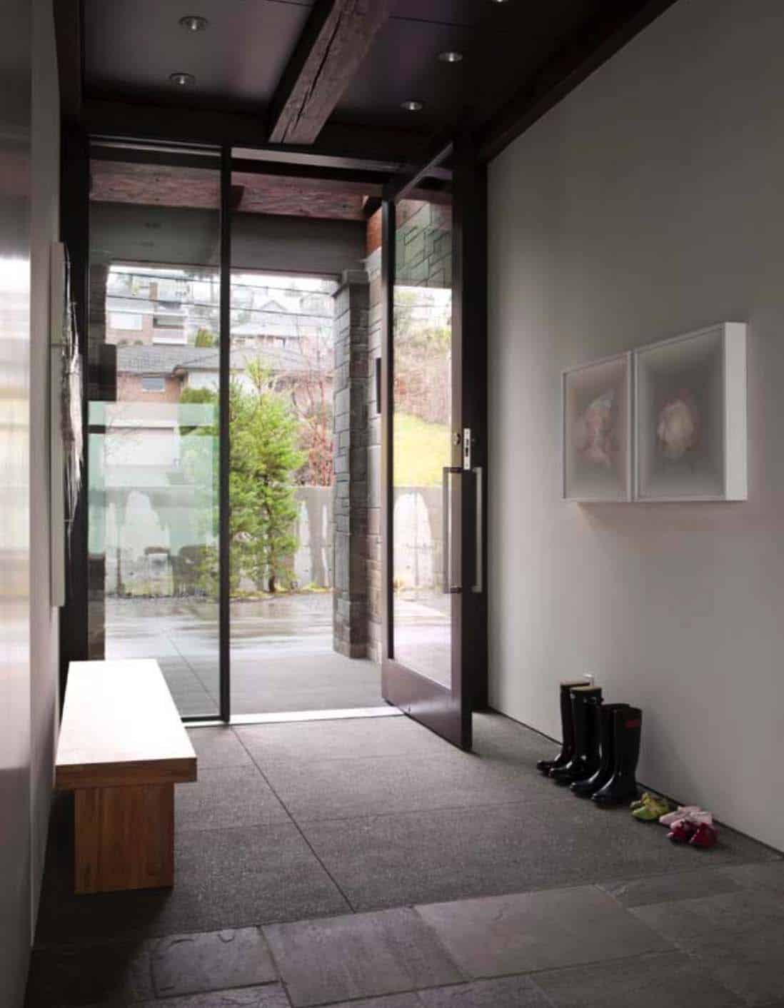 modern-house-entry-lake-washington