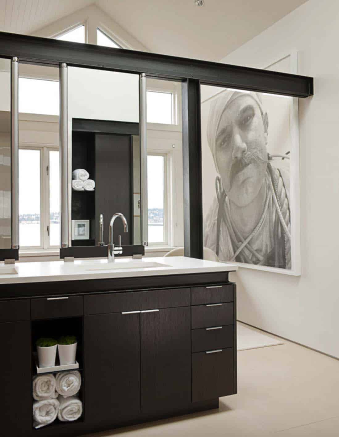 modern-house-master-bathroom