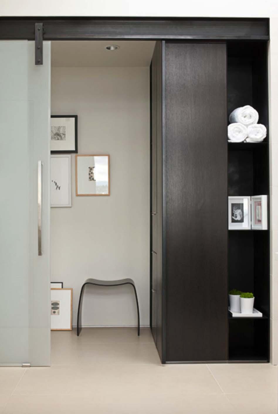 modern-house-master-bathroom