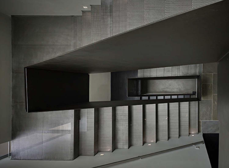 modern-house-staircase