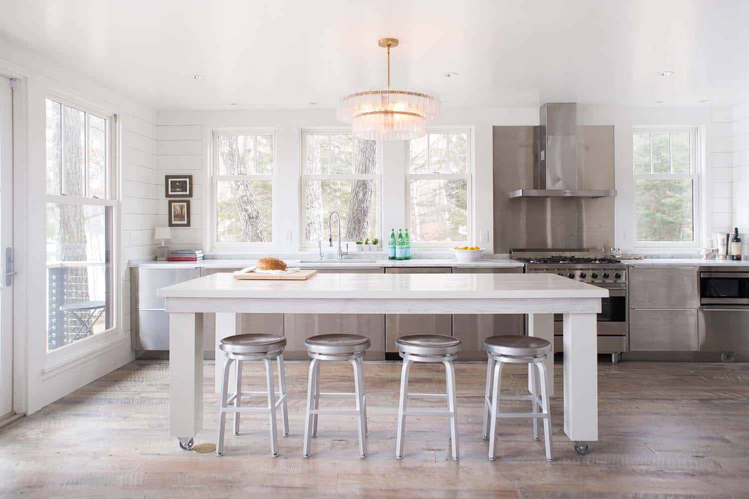 wisconsin-lake-retreat-transitional-kitchen