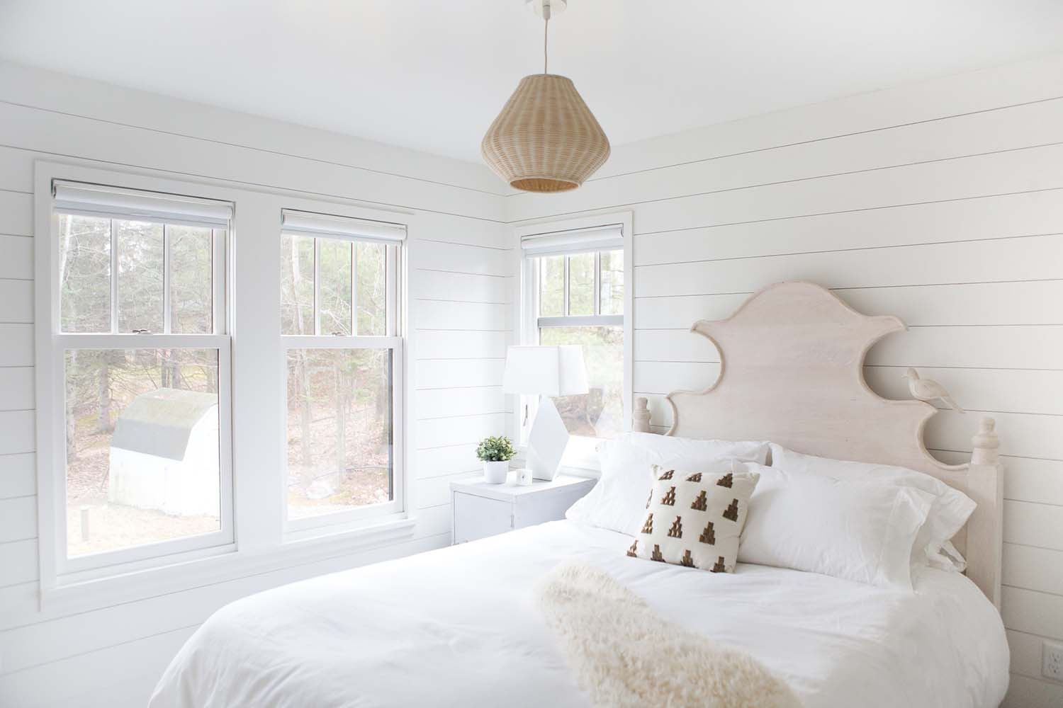 wisconsin-lake-retreat-transitional-bedroom