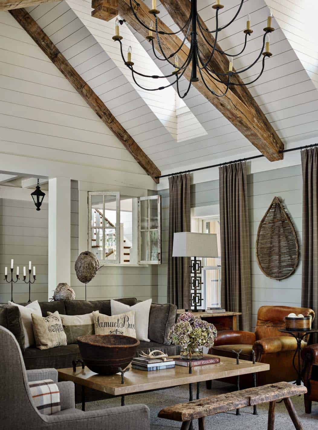 rustic-lake-house-family-room