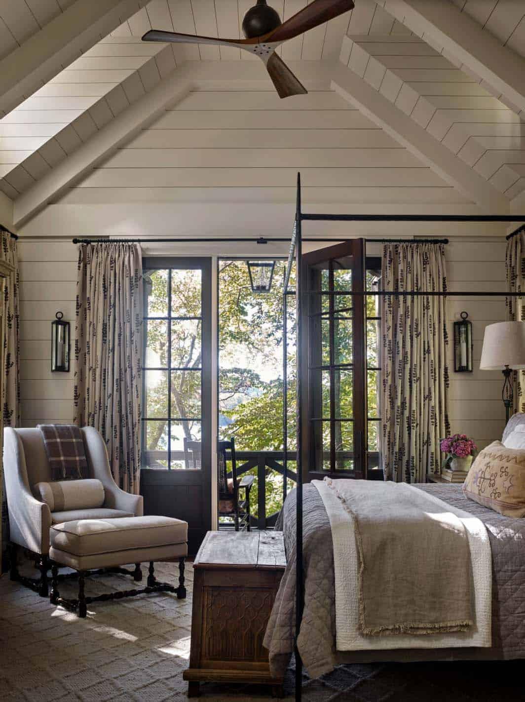 rustic-lake-house-bedroom
