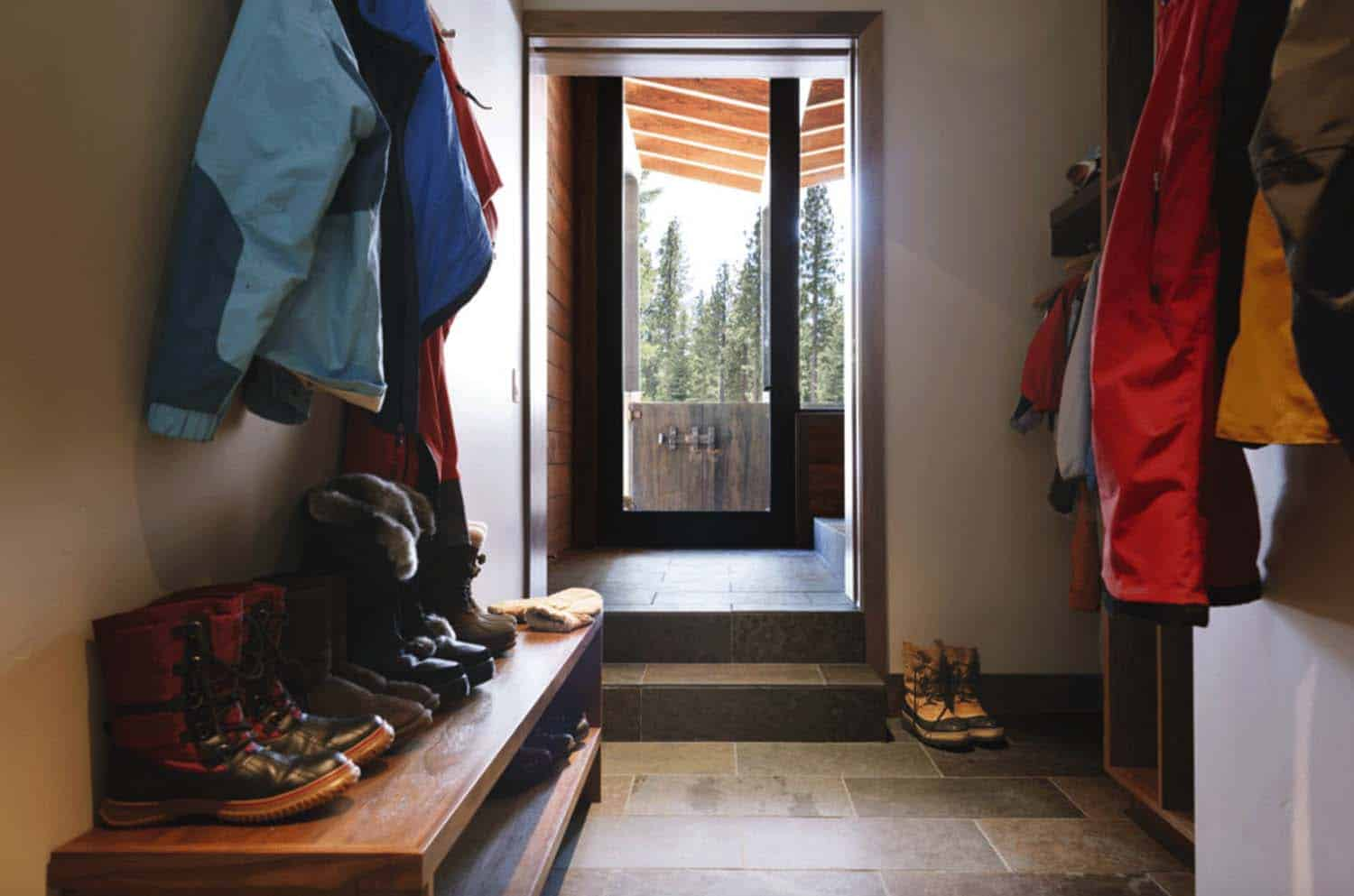 mountain-modern-rustic-home-mudroom-entry