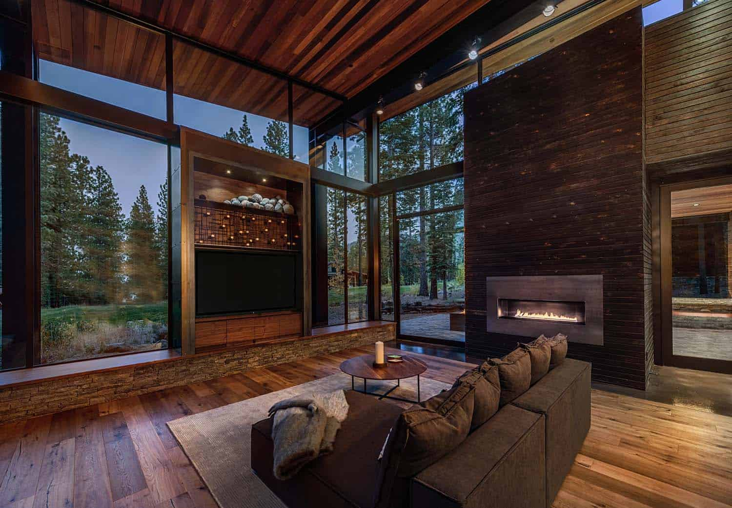 mountain-modern-prefab-living-room