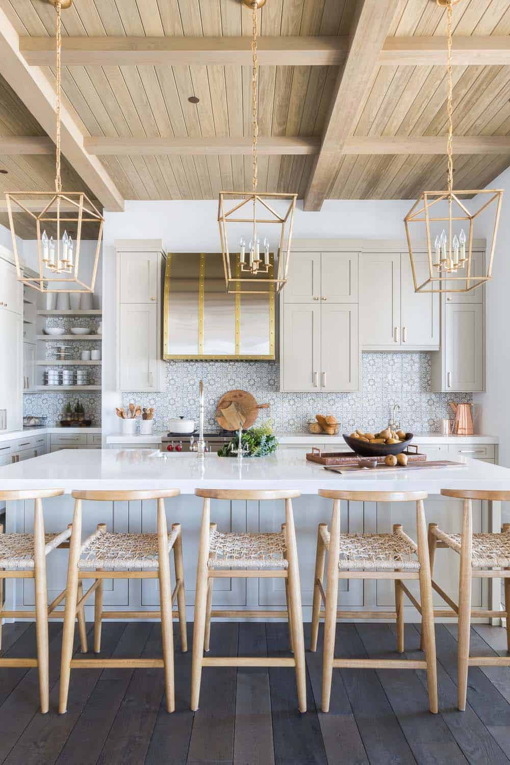 mountain-ranch-house-kitchen