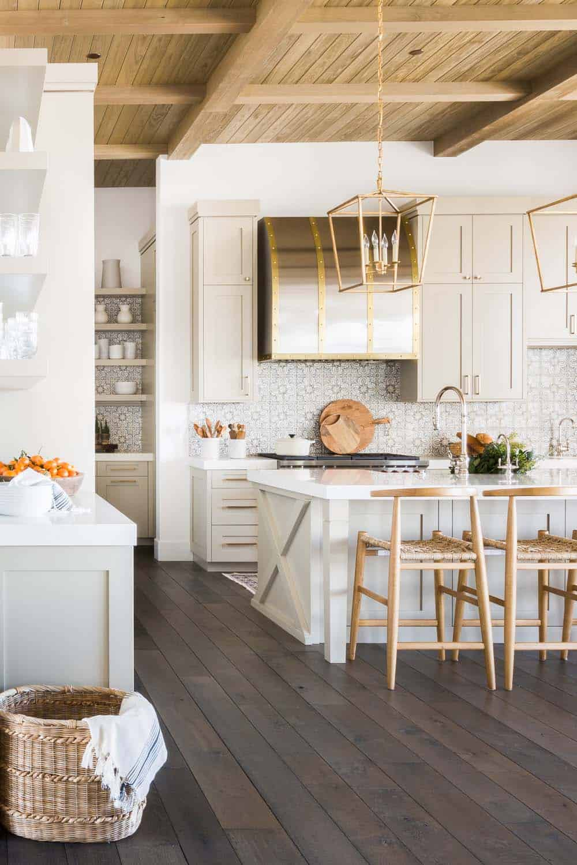 mountain-ranch-house-kitchen