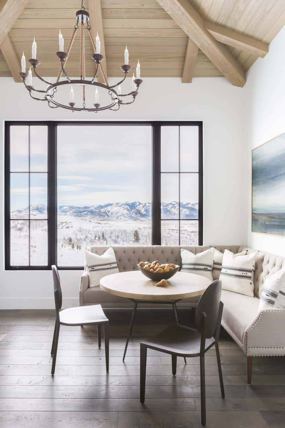 mountain-ranch-house-breakfast-nook