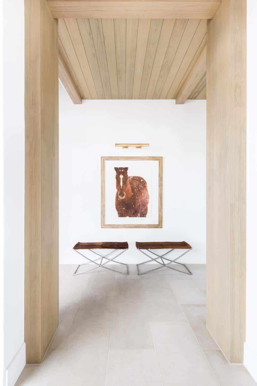 mountain-ranch-house-hallway