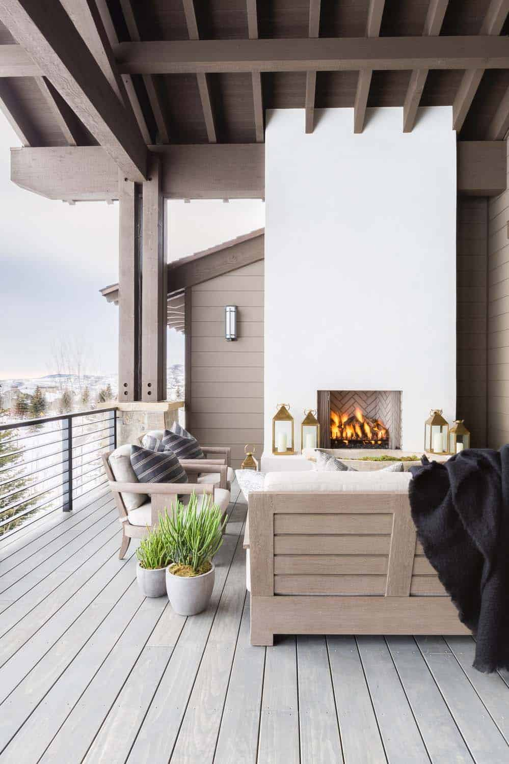 mountain-ranch-house-covered-patio